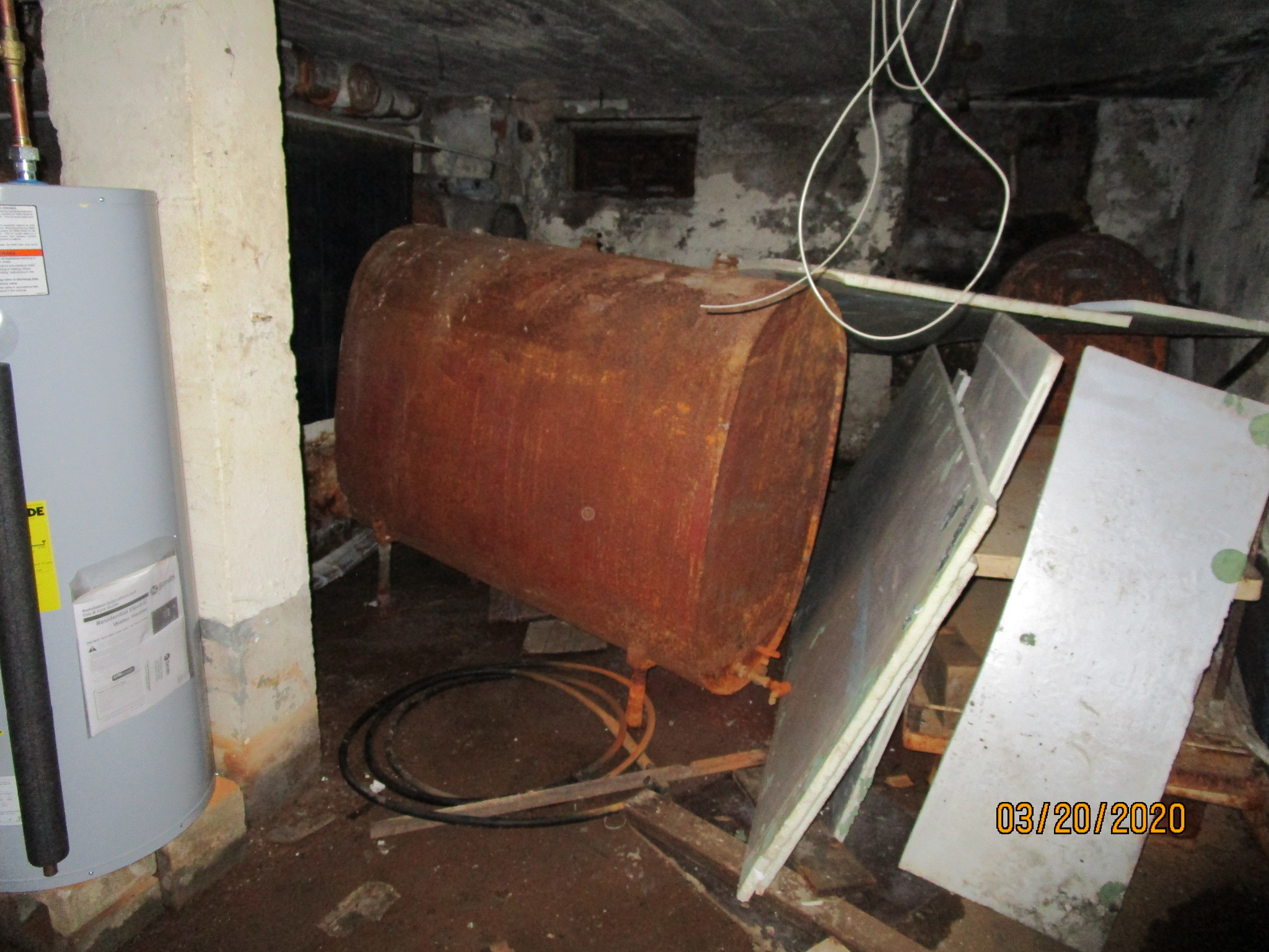 We specialize in cleaning and recylcing tanks